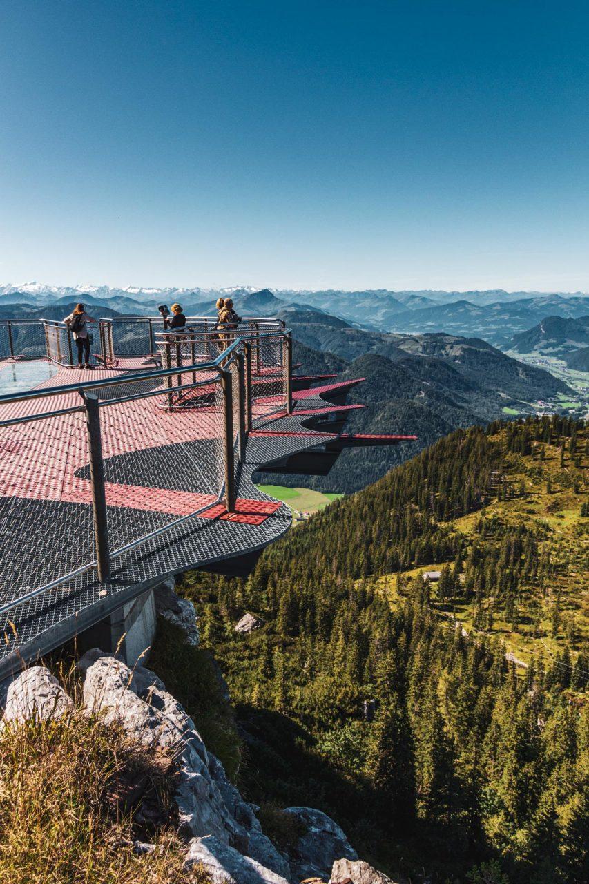Auf der Aussichtsplattform kann sich für einen kurzen schwindelfreien Moment wie ein Vogel in der Luft fühlen.