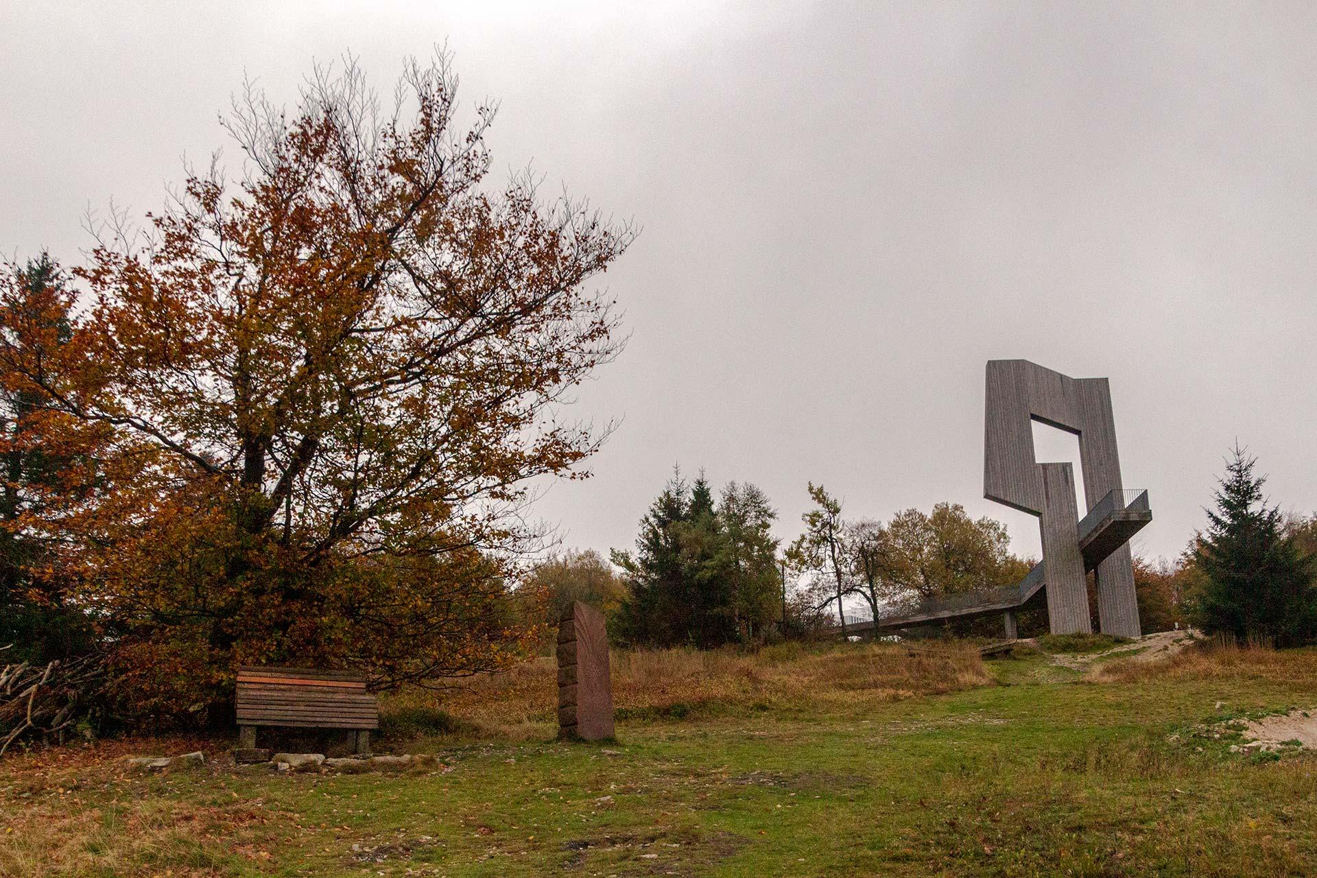 Die Skulptur Windklang auf dem höchsten Berg des Hunsrück-Hochwald (Erbeskopf, 816m)