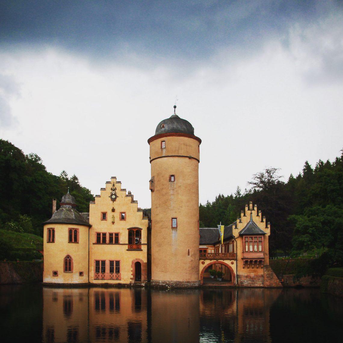 Märchenschloss in Privatbesitz: das Schloss Mespelbrunn.