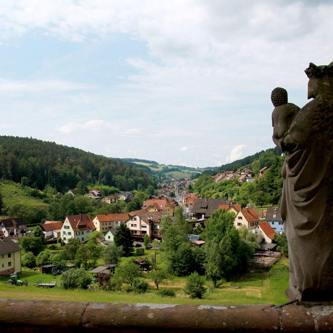 Blick von der Gruftkapelle auf Mespelbrunn