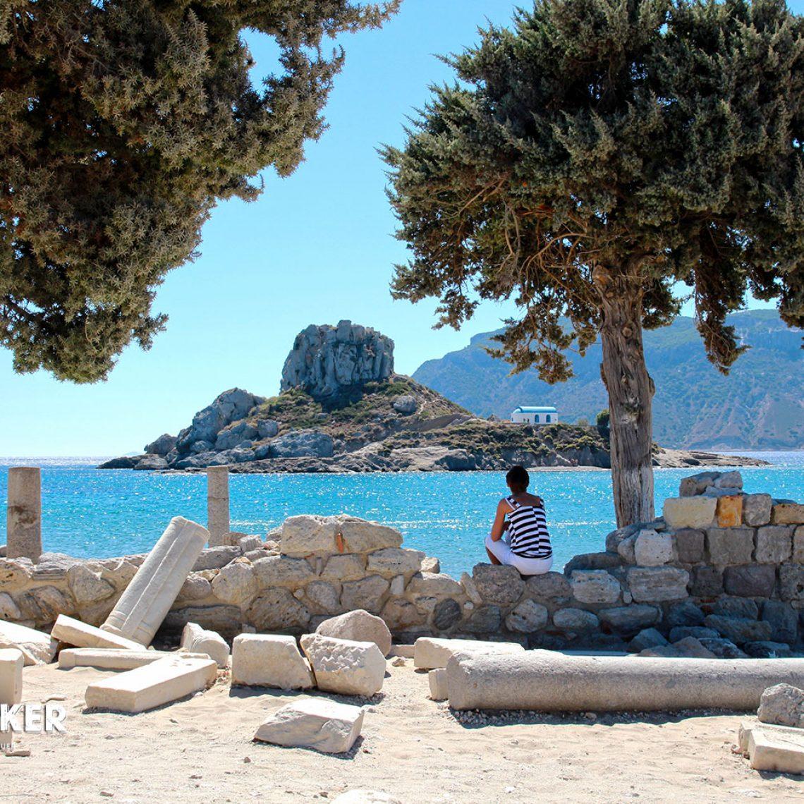Da träumt nicht nur Aphrodite: herrlicher Blick von der Agios Stefanos auf die unbewohnte Insel Kastri.