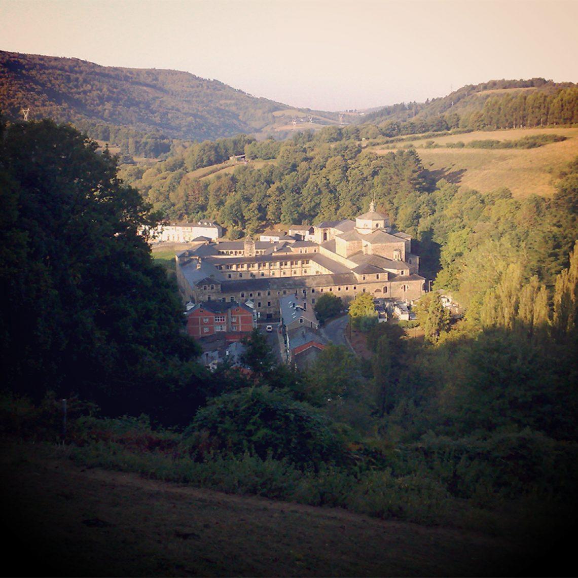 Mächtig gewaltig schaut die Klosteranlage schon von weitem aus. Steht man erst einmal davor, ist man sprachlos.